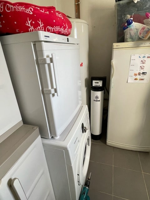 Installation d'un adoucisseur d'eau Ecotech dans une arrière cuisine à Bonneval (28)