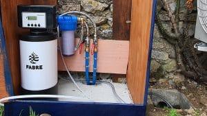 Installation d'un adoucisseur sans raccordement électrique, Ecotech cobalt dans un caisson extérieur à Vouneuil sous Biard (86) - Adoucisseur d'eau pour particuliers